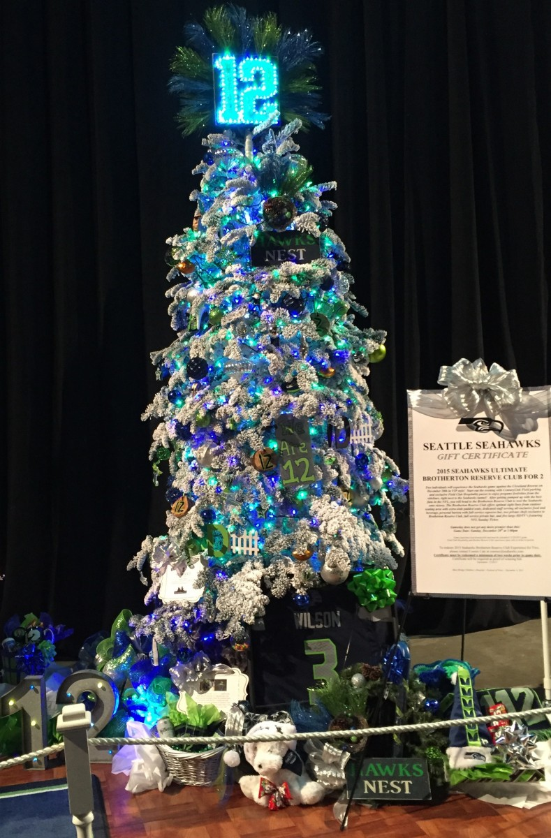 Seahawks Christmas Tree.3 Things Thursday Christmas Tree Edition Retreading For