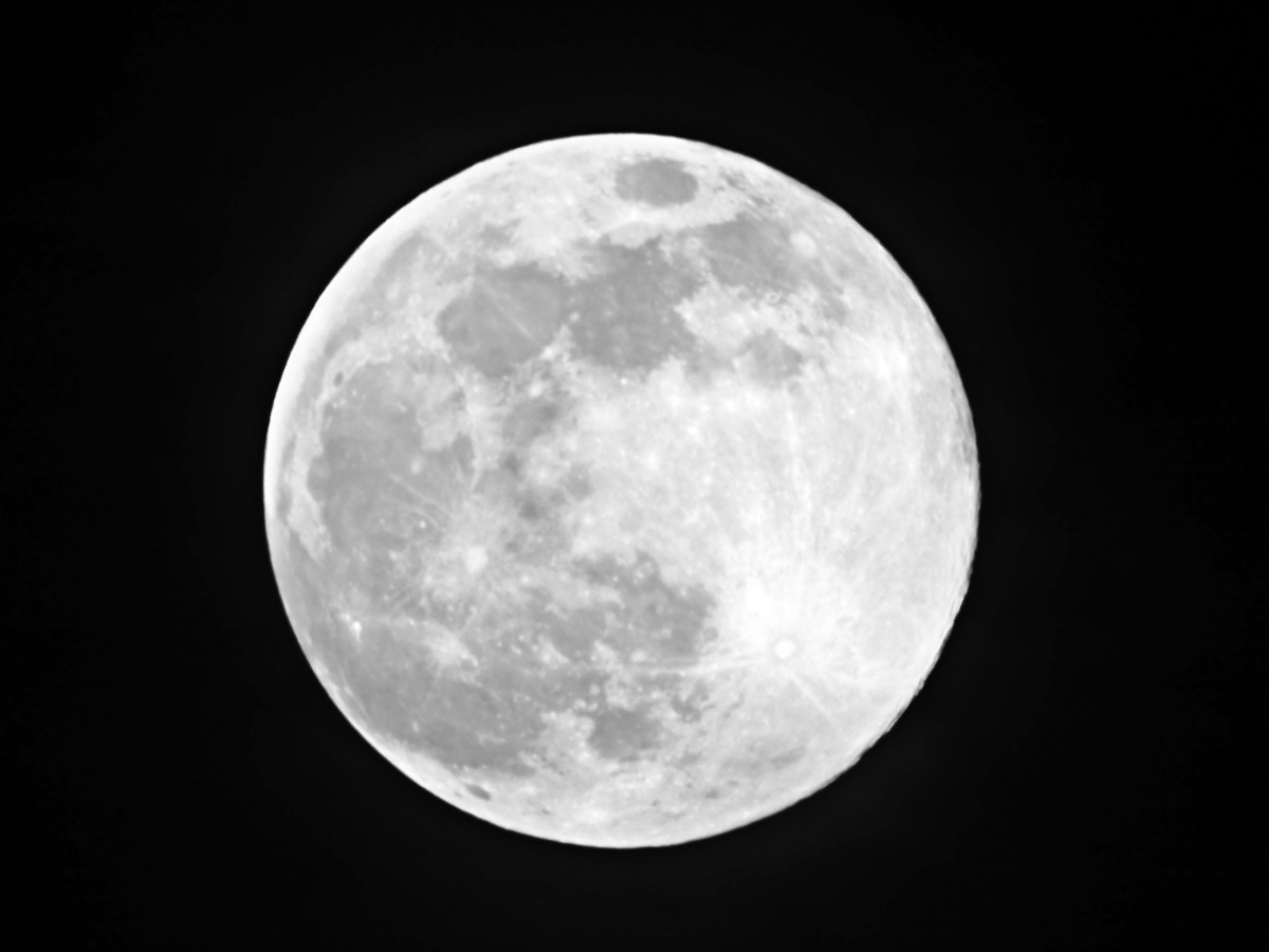Super moon over Tacoma, WA, USA, April 7, 2020
